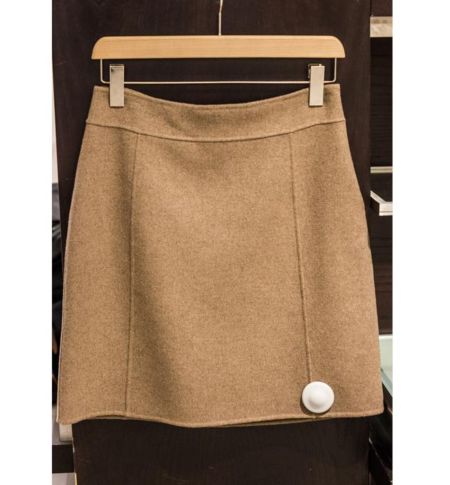 Пола Max Mara от Shop MDL: Стара цена 480 лева/ Нова цена 192 лева. Фина вълна и цвят капучино - перфектната пола.