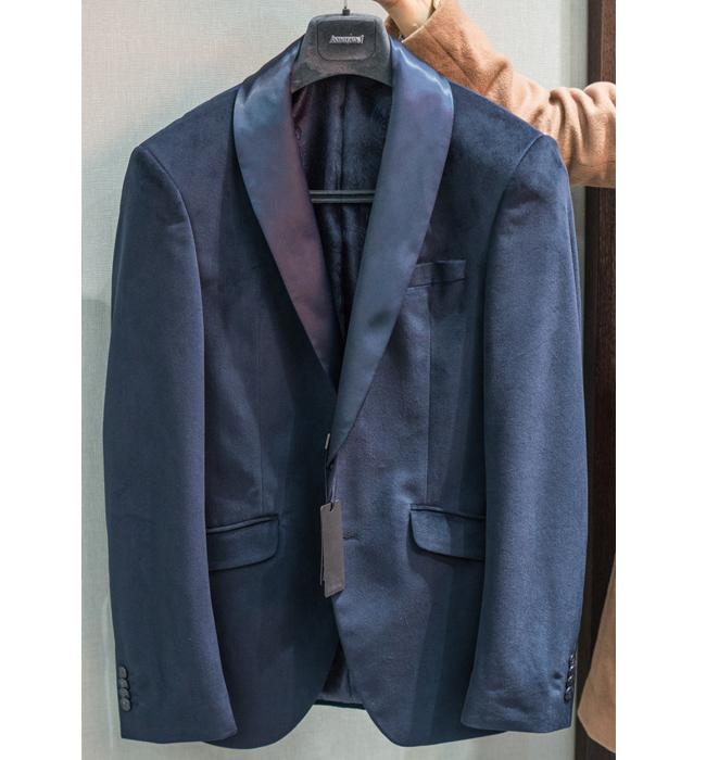 Мъжки блейзър Andrews Fashion: Стара цена 229 лева/ Нова цена 119 лева. И без да се позоваваме на