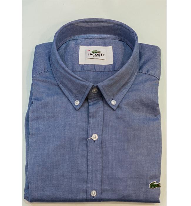 Мъжка риза Lacoste: Стара цена 229 лева/ Нова цена 160.30 лева. Тази риза е толкова хубава, че се изкушаваме да му я вземем, само за да я измъкваме тайничко от гардероба.