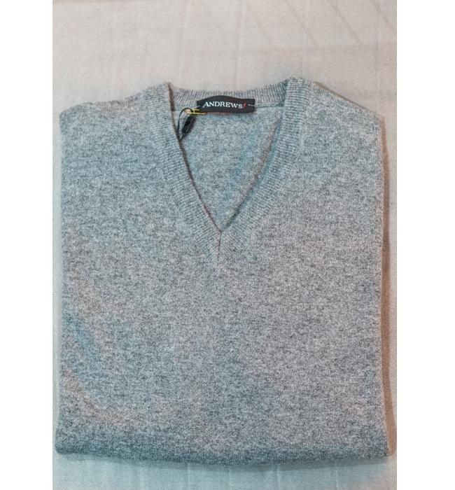 Мъжки пуловер Andrews Fashion: Стара цена 79.90 лева/ Нова цена 59.90 лева. Качествен мъжки пуловер с V-образно деколте, задължителен за сезона.