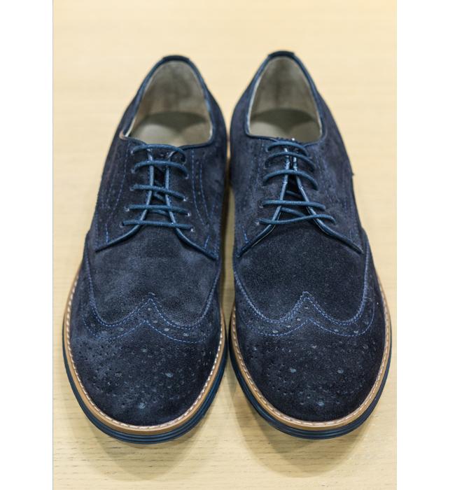 Оксфордки Andrews Fashion: Стара цена 179 лева/ Нова цена 149 лева. Велурът от сакото се пренася и към обувките. И ние нямаме нищо против.
