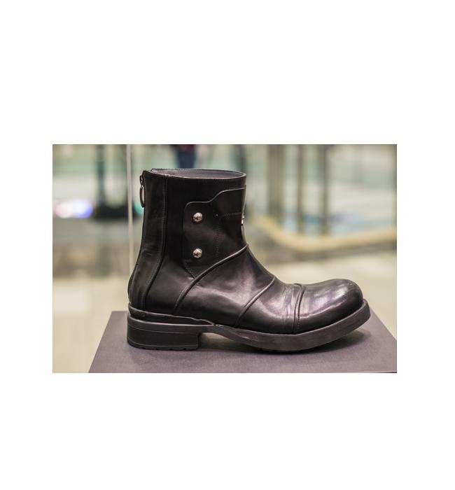 Мъжки боти 4US Cesare Paciotti: Стара цена 939 лева/ Нова цена 563 лева. Кой е казал, че само момичетата носят Biker Boots?