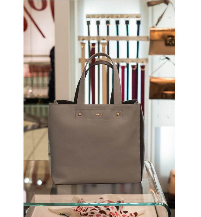 Чанта Furla: Стара цена 520 лева/ Нова цена 260 лева. Естествена кожа и лукс, няма защо да оправдаваме избора си.