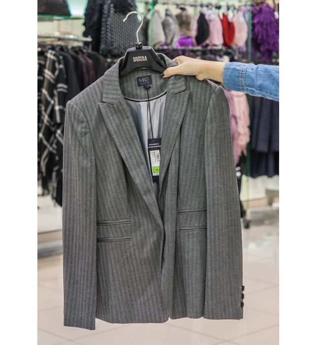 Блейзър Marks&Spenser: Стара цена 185 лева/ Нова цена 59 лева. Класически сив блейзър, перфектният завършек на елегантния ни силует.