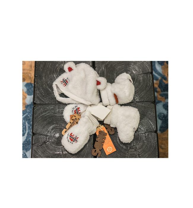 Детски комплект Napapijri: Стара цена 149 лева/ Нова цена 89 лева. Този комплект за най-малките е толкова пухкав и приканващ, че не успяхме да си тръгнем без него.