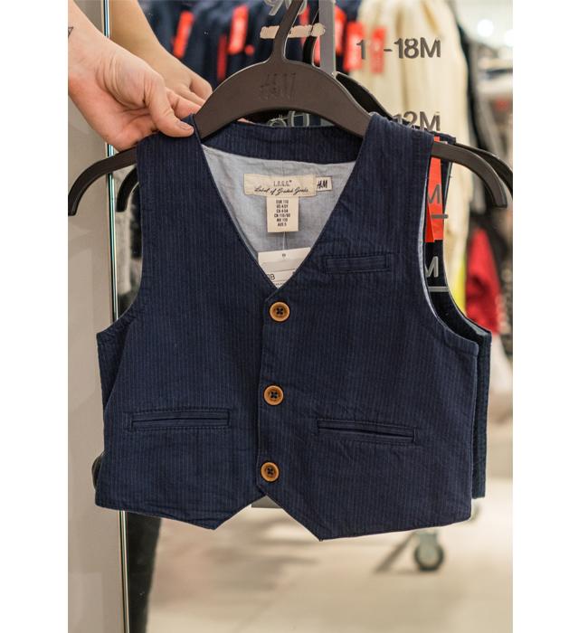 Детско елече за момченце H&M: Стара цена 19.90 лева/ Нова цена 15 лева. Мъничките господа също имат нужда от този аксесоар, към официалното си облекло.