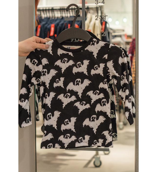Детска блуза за момиче H&M: Стара цена 9.90/ Нова цена 5 лева. Мотивът е закачлив, няма как едно дете да не го оцени, като не се разделя с нея.