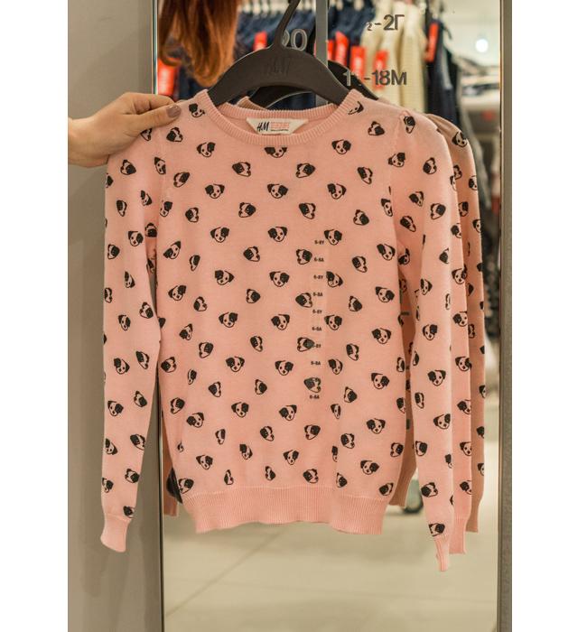 Детски пуловер за момиче H&M: Стара цена 17.90 лева/ Нова цена 10 лева. Сладък и закачлив, чак ни се прииска да го има и във вариант за възрастни.