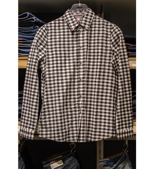 Мъжка риза Еsprit: Стара цена 79 лева/ Нова цена 49 лева. През пролетта карето ще е на мода и при жените, така и при мъжете.