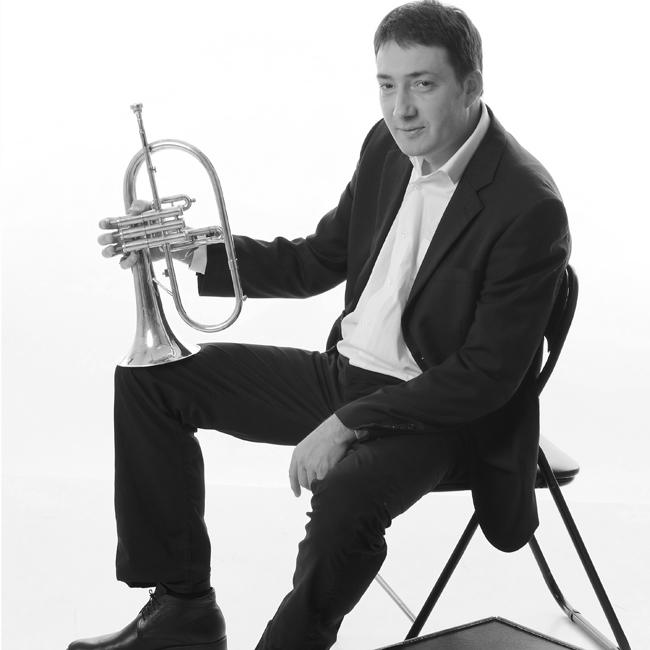 """Михаил ЙосифовТой е сред най-успешните ни джаз музиканти, най-верният му другар е неговият тромпет, а тайното му оръжие  е чаровната му усмивка и .... смокингът. Поне, когато е на сцената в компанията на колегите от формацията """"Михаил Йосифов секстет"""