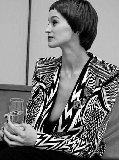 Деница Атанасова Собственик на първата музейна галерия за модерно изкуство у нас, бивш ТВ водещ и модна икона с красиво лице, фино тялои елегантна осанка.сн. ViewSofia