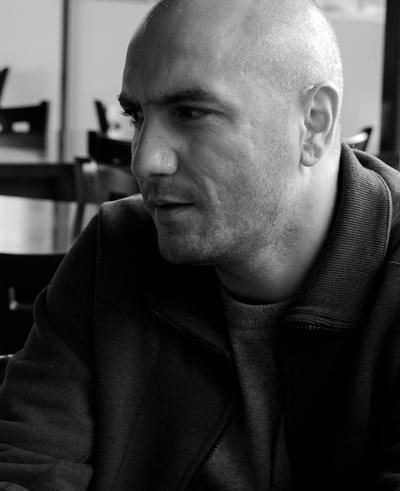 Емо Чолаков  Най-слънчевият човек в българския ефир. Усмивката му и няколко приятелски думи рано сутрин зареждат повече и от сутрешно кафе. А дори и да не обещае хубаво време, то поне гарантира усмихнат ден.
