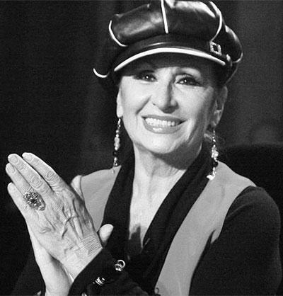 Йорданка Христова Естрадната певица е такава, каквато я помним от преди 20 години – усмихната, хубава и  добронамерена. Разбира се, има си своите специфични стилови решения, но й признаваме способността винаги да изглежда безупречна в грима и прическата.