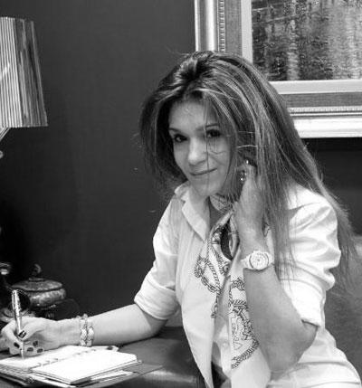 НевенаНевена е дизайнерката, която може да създаде рокля с ръчно пришита дантела и да я направипроизведение на изкуството. Също такаоблича по специални поводи най-богатите дами, има завидно образованиев чужбина и си спечелиавторитетно мястов българската модависок клас.