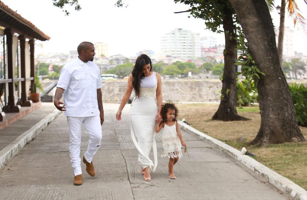 В Куба по жестока лятна рокля и мини еспадрили!