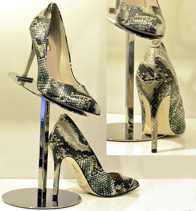 Обувки Guess 253 лв. от Guess Accessories Деколте обувките на висок ток и питон принт са аксесоарът-акцент, преобразяващ всяка една визия.