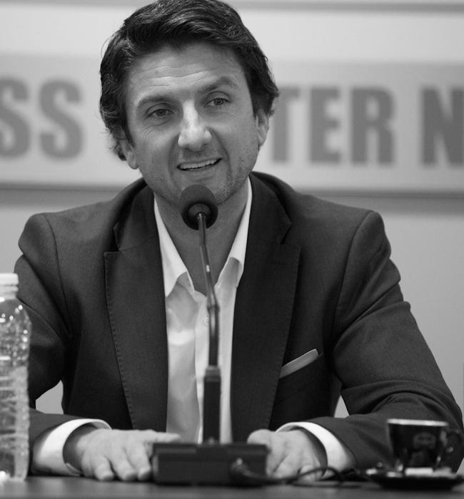 Мирослав Боршош   Откакто застана на директорския стол на НДК, този половин унгарец, половин македонец превърна Националния дворец на културата от просто най-голямата зала в България до главно средище на културни събития от всякакъв калибър. Политик, издател, продуцент, културолог, фигурата на Боршош стои винаги изправена, винаги излъчваща респект и отвореност към новото и модерното. Запознати дори шушукат, че именно той ще бъде следващия министър на културата.