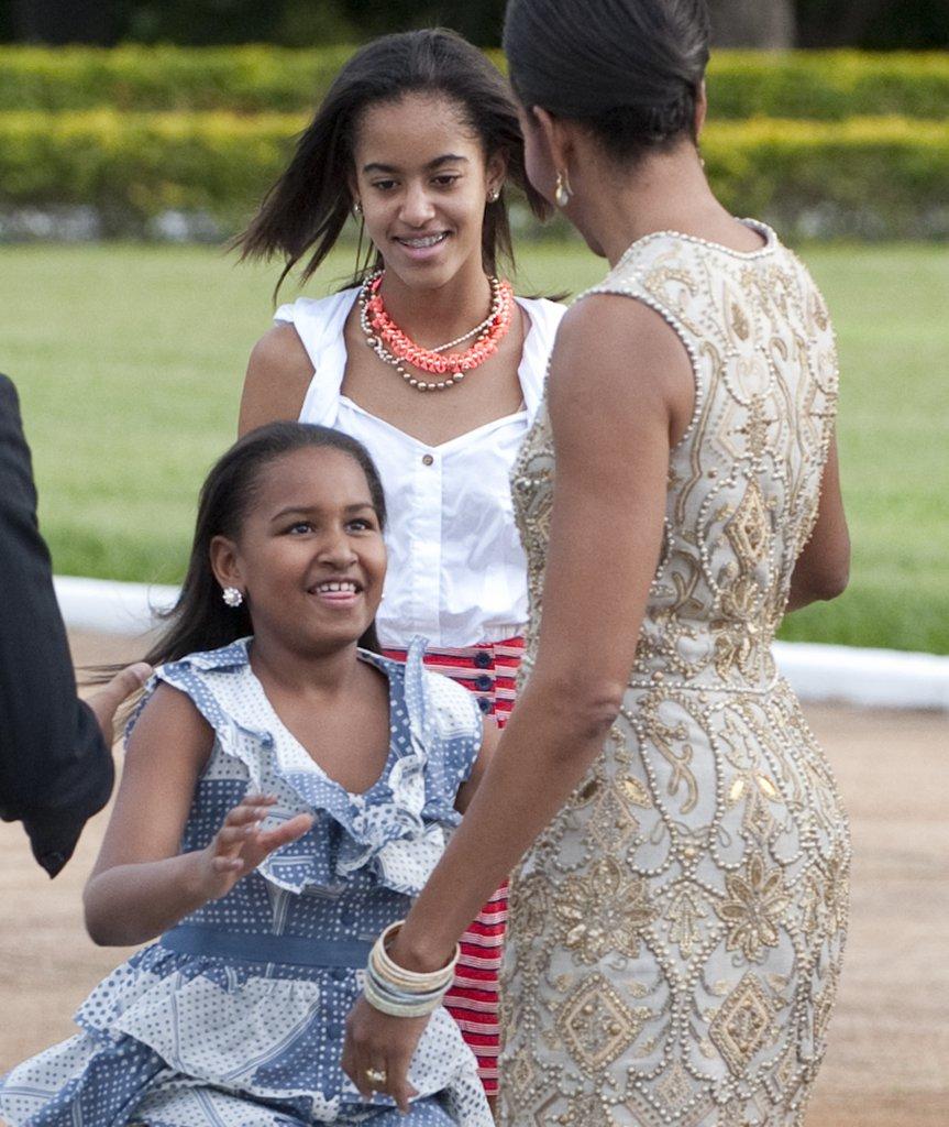 Вече на бразилска земя - дъщерите на Обама изглеждат развълнувани.