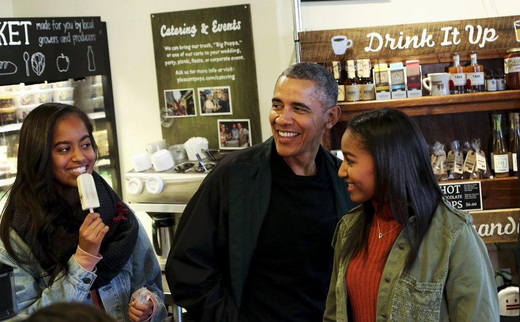 Време е за малко срещи с татко на по сладолед - Барак с дъщерите си през ноември 2015г.