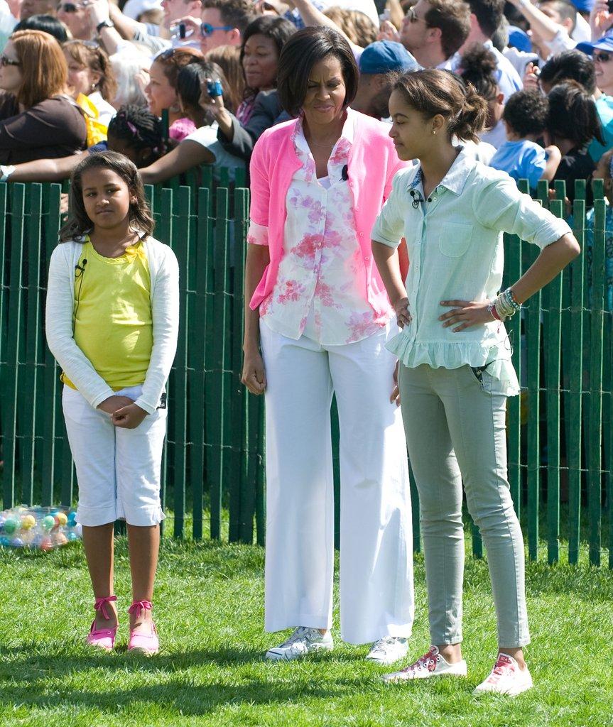 Момичетата на Обама са цветни и свежи по време на Великденския фестивал през 2010г.