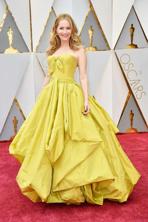 """Лесли Ман ни очарова с момента си ала """"Красавицата и Звяра"""", но роклята й никак не се хареса на критиците! А и да си признаем, наистина идва малко в повече!"""