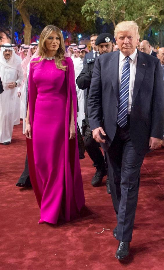 Из Саудитска Арабия Мелания се разходи в божествена рокля с лейбъл Reem Acra.