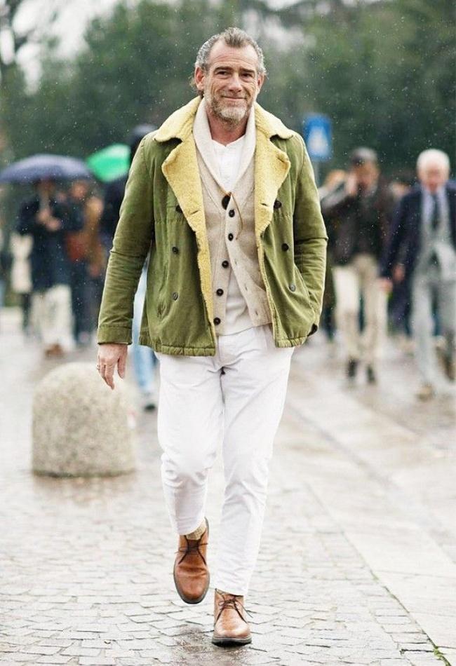 Иска ни се да срещаме повече такива мъже и по софийските улици. Предполагаме, че този господин е французин или поне в такава светлина си го представяме, тъй като нямаме представа кой всъщност е.