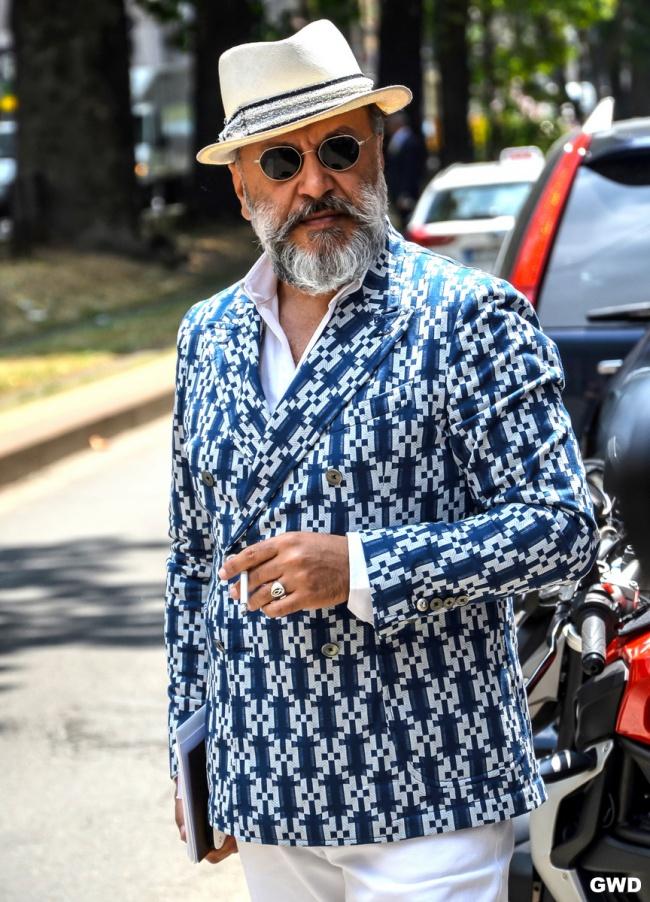 За стила няма възраст и ЦВЯТ! Мистериозен господин от улиците на Интернет.