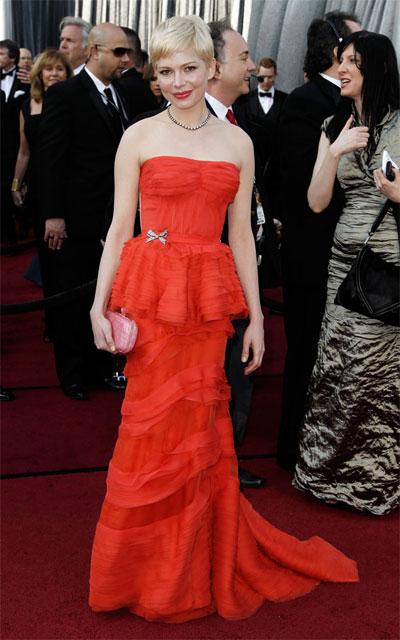 ДА!Мишел Уилямс  Червеният цвят беше водещ натазгодишните Оскари,въпреки че не епрепоръчителенза разходките на звездитепо червения килим. И все пак Мишел Уилямсбеше прекрасна вроклятаLouis Vuitton, с коятосе появи.