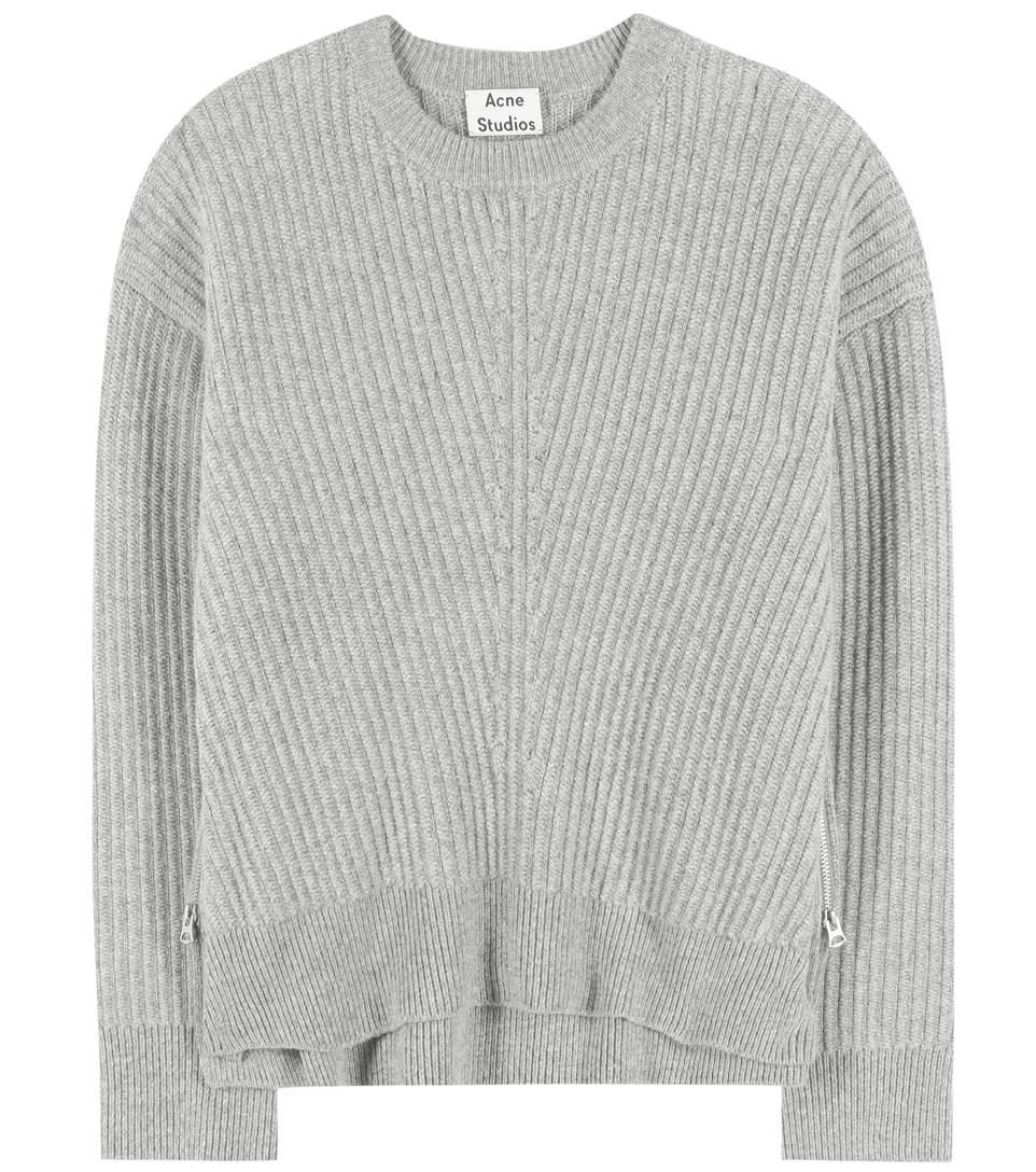 Ако си говорим за перфектния пуловер, то той трябва да е този на Acne.  479 лв.    mytheresa.com