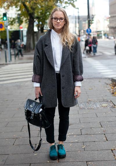 ПалтотоАко ти трябва идеякакво да бъде есенното ти палто, ето една фантастична - цвят сиво, великолепна вълна, кройка с широки рамене. Hel-Looks