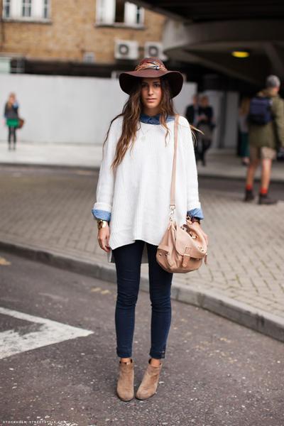 Момиче от СкандинавияОгромнният пуловерима резон да бъдевсекидневно експлоатиран. С малко аксесоари и вразлични комбинации, той винаги ще изглежда като нов. Stockholmstreetstyle