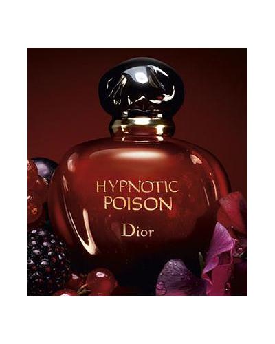 Парфюмът Hypnotic Poison на Christian Dior - напълно в целта на вещерския тренд.
