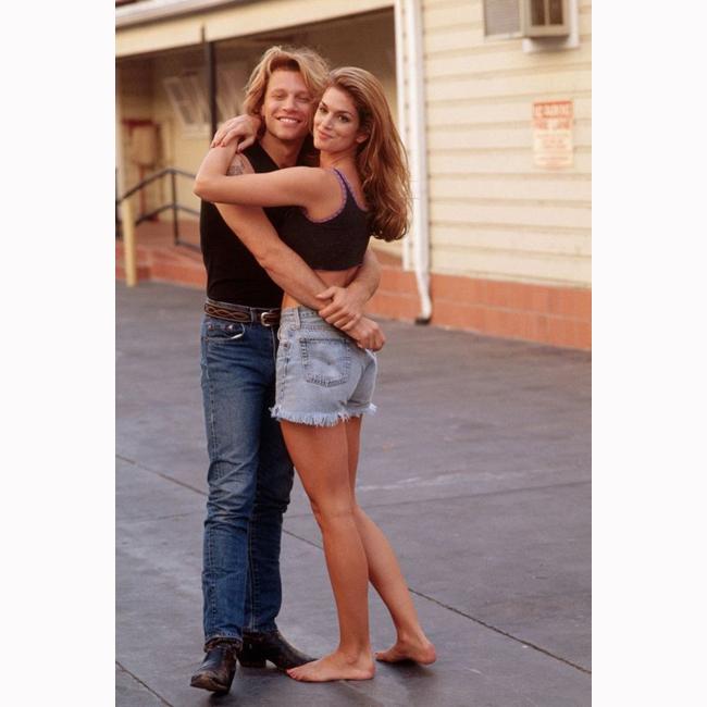 """1994 г. С Джон Бон Джоуви по време на снимките на видеото към хита """"Please Come Home For Christmas""""."""