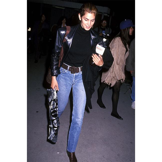 1991 г. Официално - това е нейният личен стил. И сега често виждаме Синди в джинси и удобни обувки из улиците на Лос Анджелис, където живее със семейството си.