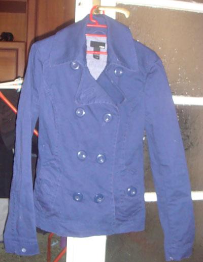 Като по поръчка. Перфектен тъмно син блейзър от H&M, под който още утре ще сложа една контрастна тениска за малко по rock n roll вид и пролетно настроение.