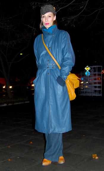 Дългото кожено палто Този избор е за по-смелите, приковава погледа веднага особено когато е с дължина до земята и в ярък цвят. Става и за тези, които прекосяват през нощта пътя до дома на гаджето само по палто и по бельо. Обзалагаме се, че мъжът ви сам ще поиска да ви го купи.