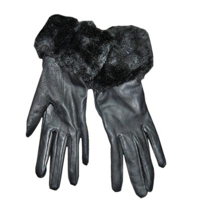 Кожените ръкавици Защото тук винаги са истинска кожа и истинска класика. Дълги и велурени, черни с косъм, всички знаем колко трудно се намират такива по редовните магазини за по-малко от 50 лв. Кожени ръкавици, 13 лв, Княз Борис 116