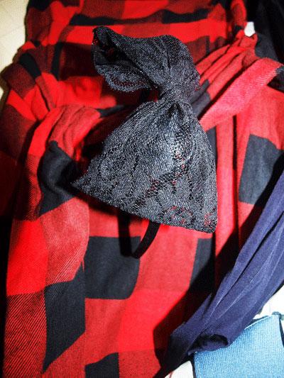 3. Диадема с чернапанделка - 5 паунда от магазин за аксесоари отново в Единбург.