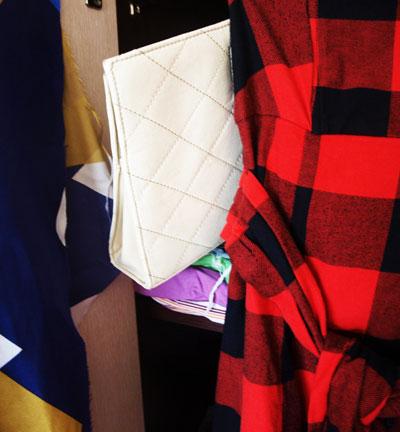 7. Бяла чанта- портмоне - 5 паунда от същото мястo (Vintage shop-a)