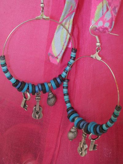 Избрах още и едни обеци, които си напрвих в едно магазинче в София за hand made jewellery - http://www.noname-bg.com/