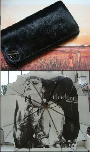 Портмоне Sisley от преди два сезона е актуално заради животинския мотив и го ползвам като чанта.  Чадърът с Мадона е наистина лятна находка като вземем предвид летните бури в София. Купих си го от един vintage магазин във Флоренция.