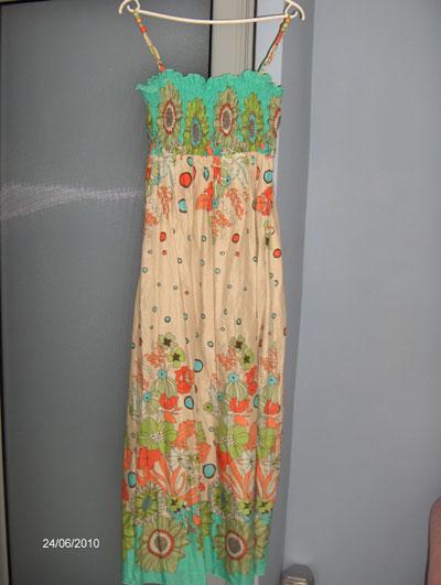 Снимка 6 е единствената ми дълга рокля, която миналата година си купих за 25 лв от магазин Onyx.Дълго време се чудих дали на моя ръст ще ми отива (167), но в крайна сметка си я взех и мисля тази година да се поровя в индийските магазини за още някоя.