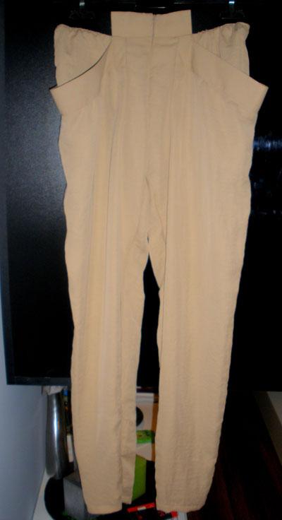 5. Панталон - последната ми покупка, от копринена материя е, стои невероятно леко и неглиже, и е адски удобен! Напомни ми на летните вечери по морските плажове... в точно такава картина си го представих...