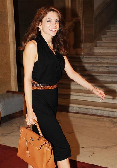 Ели Гигова Телевизионна звезда, щерка на богаташ, хубавица и жена, с която освен политиката, ще бистриши спорта.
