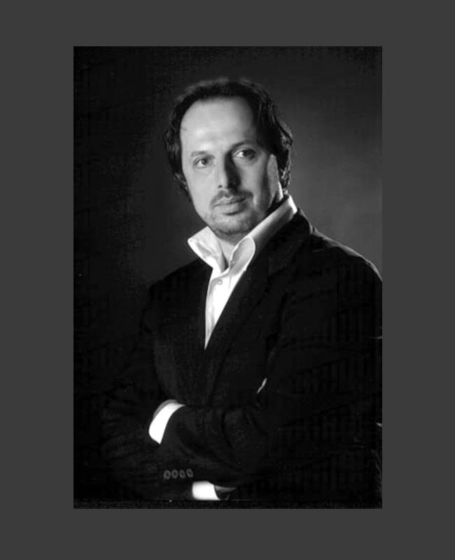 Владимир СтояновВладимир е най-успешният български оперен певец в момента. Той носи славата на световно име в изкуството със скромност и достойнство. Изключително успешната кариера на баритона Владимир Стоянов го отвежда до най-важните оперни сцени в Италия, където живее, както и в Метрополитън опера.