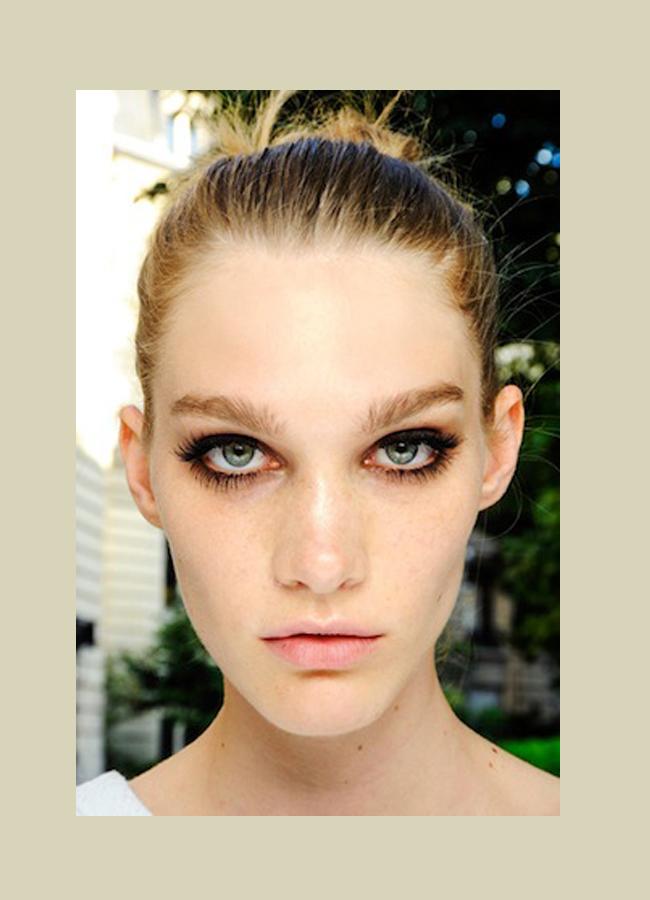 Atelier Versace, fall 2013Два и половина реда изкуствени мигли, за този великолепен вид.