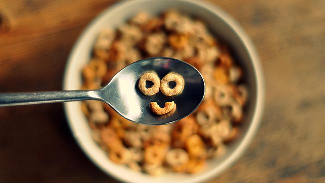 Зърнени храни Подобно на млякото, някои зърнени храни също са обогатени с мастноразтворимия витамин и по-специално тези, предназначени за деца. Но за най-голяма сигурност проверете съдържанието на опаковката.