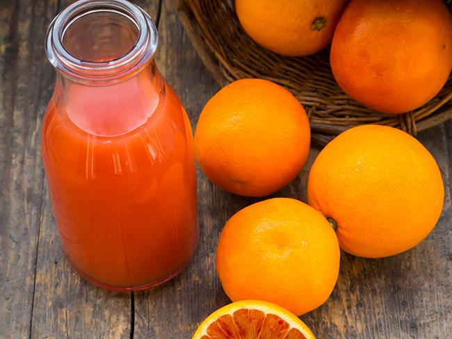 Портокалов сок В една чаша подсилен с витамин D сок от портокал има по-голямо съдържание от витамина, отколкото в чаша прясно мляко, например.