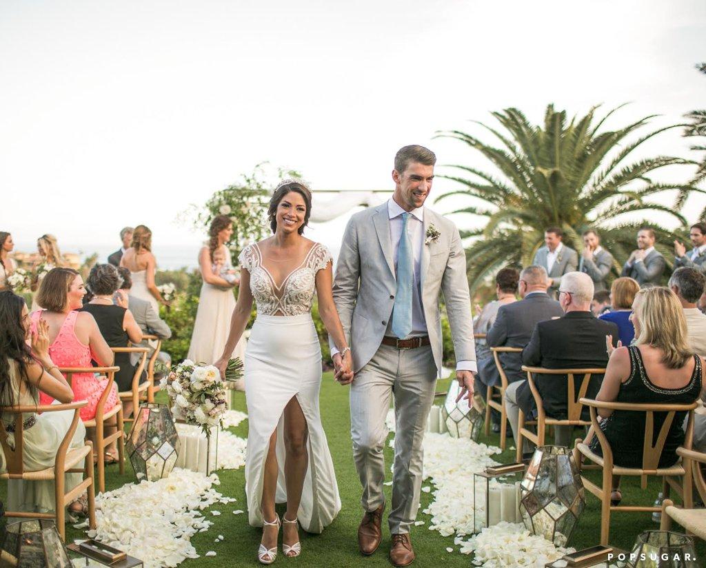 """Майкъл Фелпс и Никол Джонсън Известният американски плувец и половинката му си казаха заветното """"Да"""" на тайна церемония на 13 юни. Месец по-късно Никол дари Майкъл със син - Бумър. В края на октомври двойката реши, че трябва да вдигне по-пищна сватба и покани близките си на красива церемония в Мексико."""